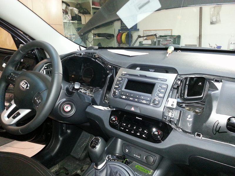 Mont� GPS navig�cie Macrom v KIA Sportage 2013