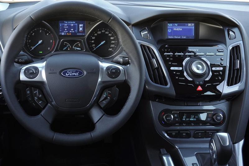 Plastový rámik autorádia Ford Focus (11->) - 2DIN