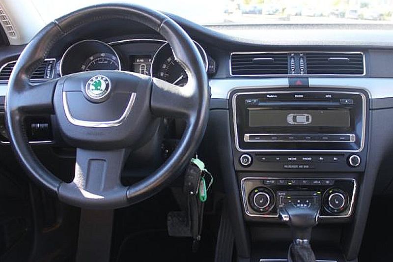 Inštalaèná sada 2DIN - Škoda Superb II. (08-15) - èierna farba